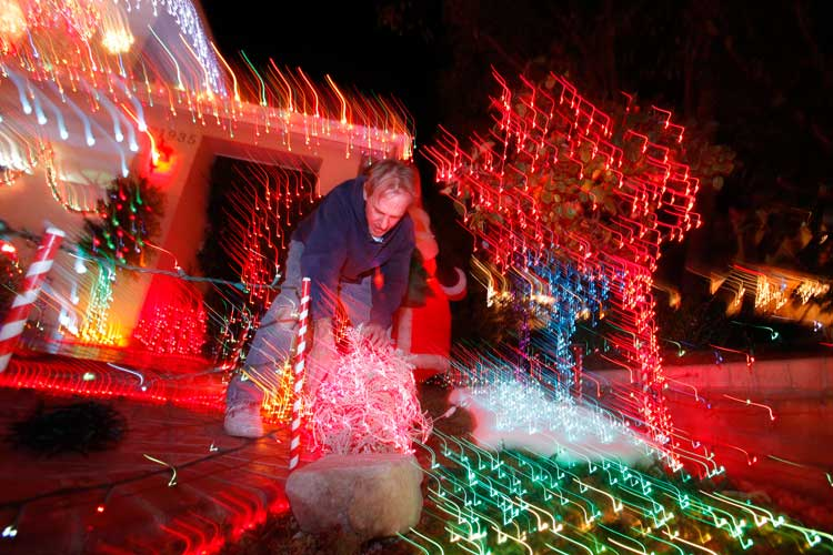 Brent Buelna puts the finishing touches on his home decorations on Wakefield Court in Saugus CA.   (Hans Gutknecht/Staff Photographer)