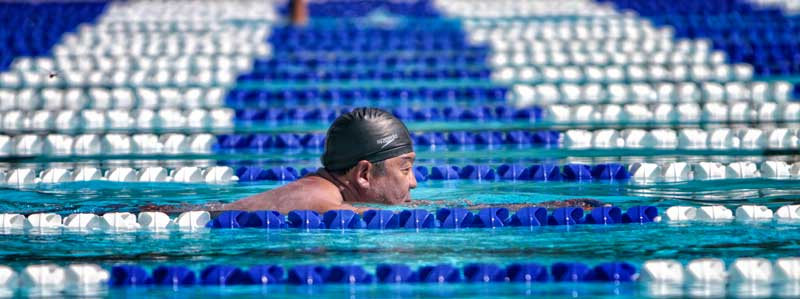Jimmy Chi, Studio City, swims laps at the the San Fernando Regional Pool Facility Wednesday, August 4, 2010. The city of San Fernando plans to close pool this fall because of budget cuts. (Hans Gutknecht/Staff Photographer)