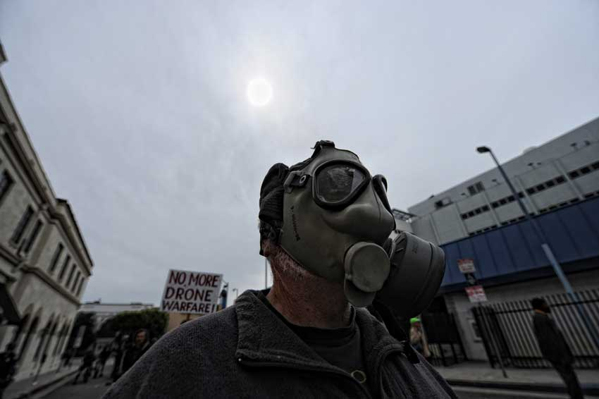 Mike Mang wears a gas mask during a anti-war march and rally  in Hollywood March 19, 2011. (Hans Gutknecht/Staff Photographer)
