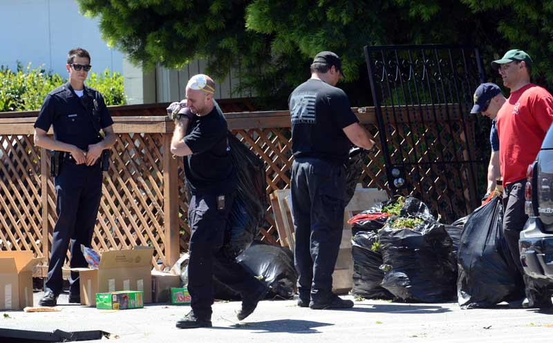 Los Angeles Police and other law enforcement agencies remove bags of marijuana for a warehouse in the 8500 block of Canoga Ave in Canoga Park Wednesday, March 30, 2011. (Hans Gutknecht/Staff Photographer)